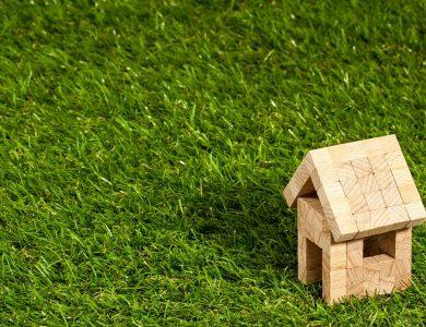 Blijft de eigenaar van de grond en gebouwen eigenaar als er een opstalrecht op rust?
